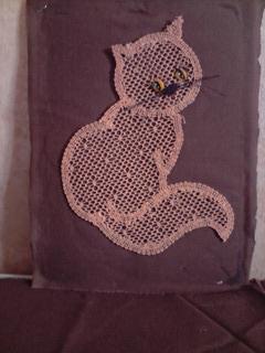 Lea ptitudes petit chat en dentelle aux fuseaux - Modeles gratuits de grilles de dentelles aux fuseaux ...